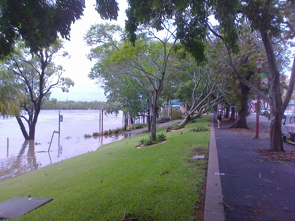 The swollen Fitzroy River flows through Riverside Park in the Rockhampton CBD at 8.30am today. More than 500mm of rain was dumped on the city on Thursday and Friday. Photo Frazer Pearce / Morning Bulletin