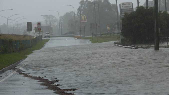 A picture of the flooding at Rocklea heading towards Ipswich near the Ipswich Motorway.  The Bremer River is expected to peak tonight at midnight and the Brisbane River 24 hours later.