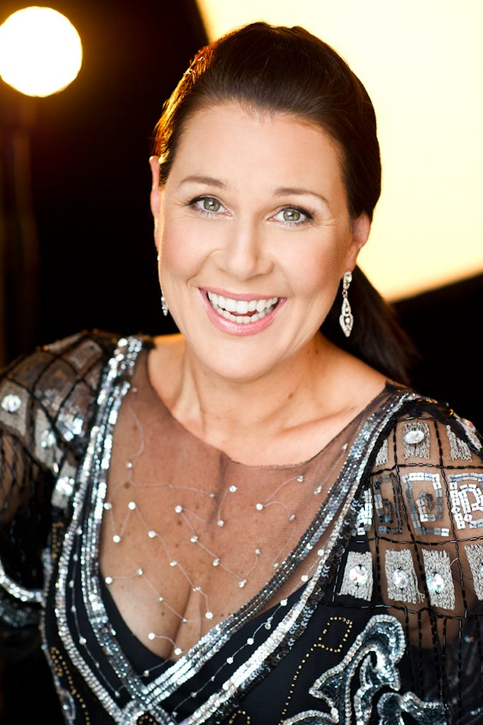 Actor Julia Morris will be a guest speaker at the GEA 2013 Inspiring Women in Industry Conference.