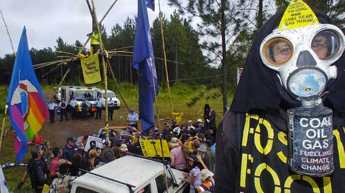 Protesters and Police at the Doubtful Creek CSG mining site early February, 2013.