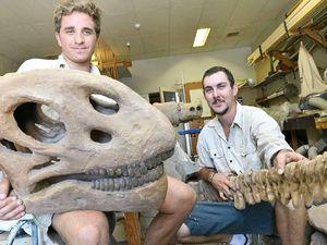 Lookin' good ... dinosaur Jeff's got a supermodel girlfriend