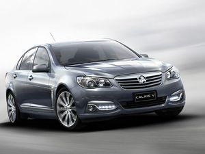 Holden cuts $10,000 off price of latest Commodore