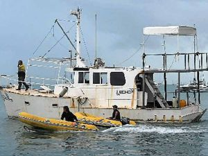 Salvage effort takes boat back to sea