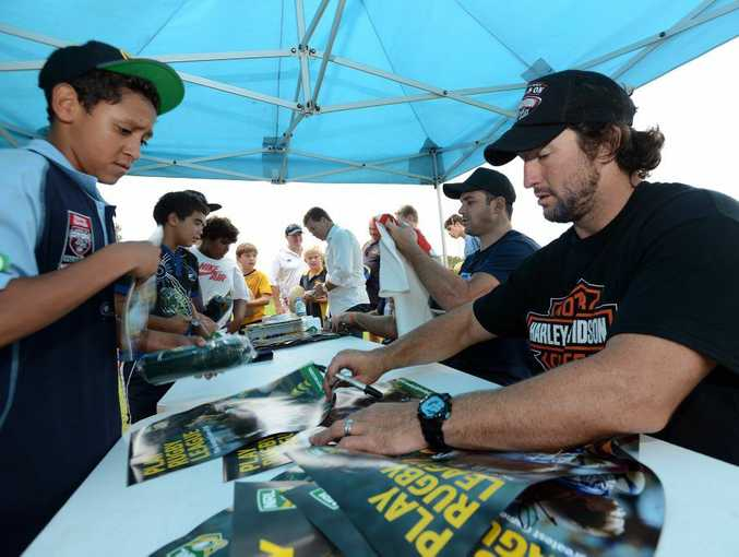 Nathan Hindmarsh and Eric Grothe sign autographs at Ballina Seagulls Rugby League Ground.