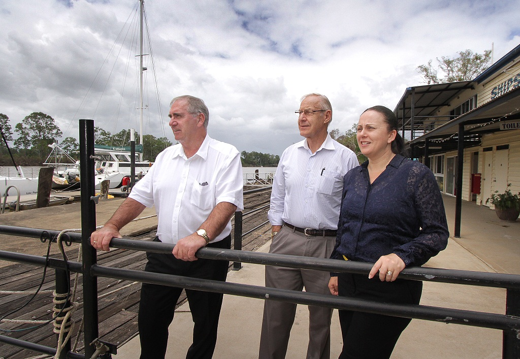 Australian Government Reconstruction Inspectorate chairman John Fahey and members Martin Albrecht and Robyn Cooper inspect flood damage at Muddy Waters.