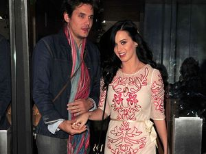 John Mayer pays tribute to Katy Perry on stage