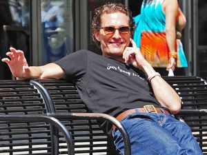Matthew McConaughey defends friend Lance Armstrong