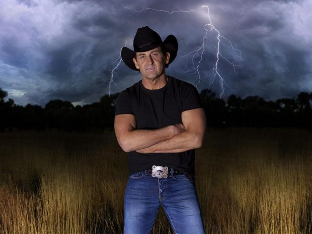Country music superstar Lee Kernaghan will perform at Twin Town Services Club next month.