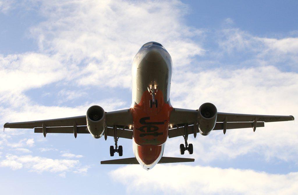 Jetstar plane landing at Coolangatta Airport.