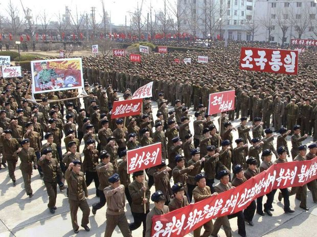 North Korean soldiers rally after Pyongyang rattles its saber