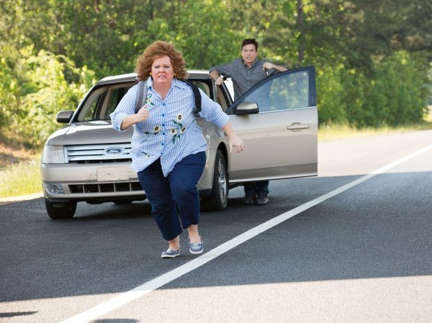 Jason Bateman and Melissa McCarthy in a scene from the movie Identity Thief.