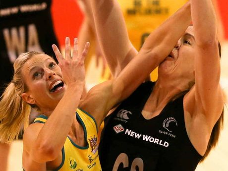 Irene van Dyk (right) of New Zealand in a no-holds barred battle with Laura Geitz of the Diamonds.