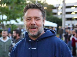 Russell Crowe commemorates Anzac Day in Coffs Harbour