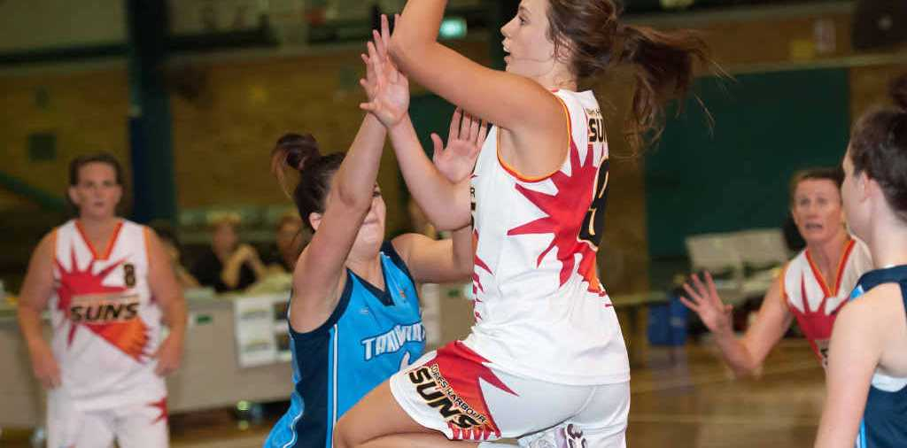 UP AND AWAY: The Suns Jessi Reeves is a standout performer in the win scoring 25 points. Tarum Images.