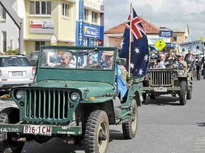 Sombre moment as locals reflect during Anzac Day at Yeppoon