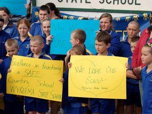 Government tightens deadline for schools under threat