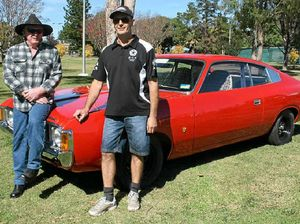 Enthusiasts show off Chryslers at vintage car meet