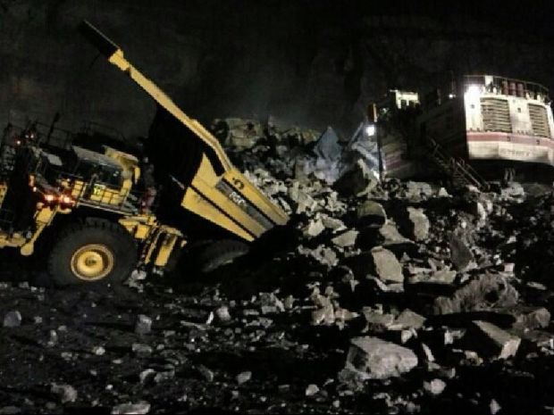 A mine wall fell on a machine operator at a coal mine near Moura, west of Gladstone and Rockhampton, on Friday night. The mine has been shut down as investigations continue.