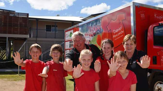 Bruce and Denise Morcombe with Warwick East State School students Riley Skermann, Justine Horne, Hayley Carey, Kate Potter and Rachel Alder.