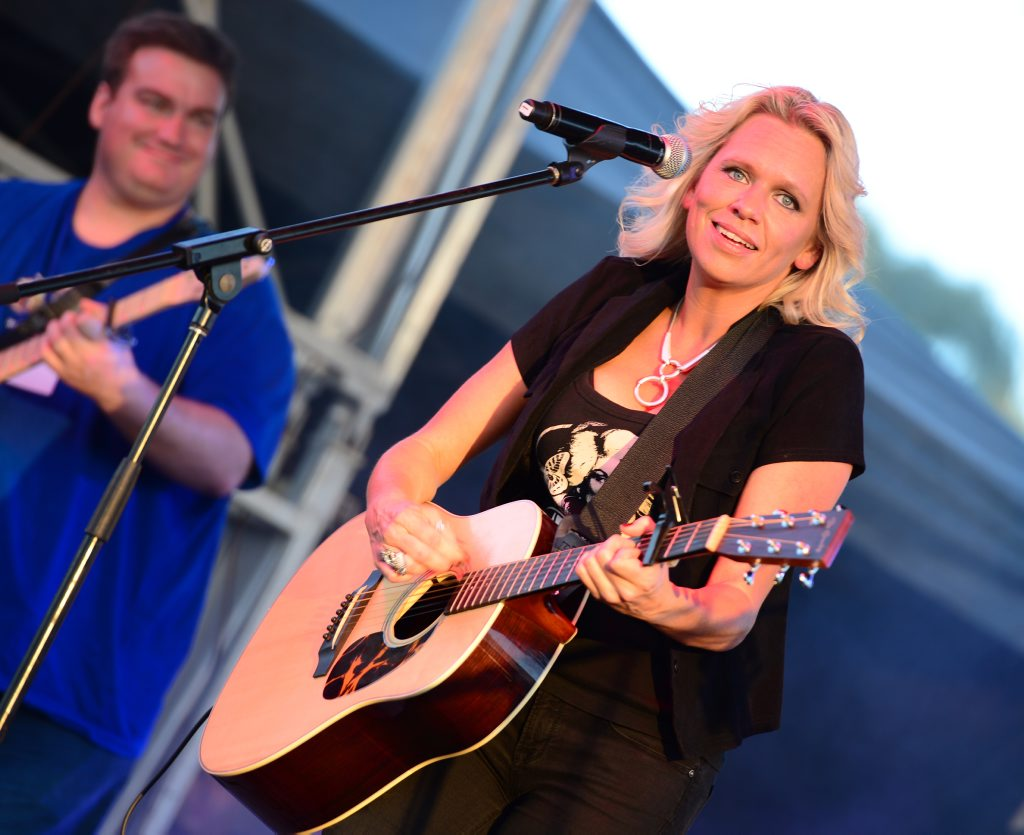 Beccy Cole on stage at Rise and Shine, free concert at Rockhampton Heritage Village. Photo Sharyn O'Neill / The Morning Bulletin