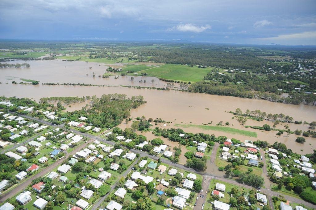 Mary River in flood - view from Maryborough CBD towards Tinana.