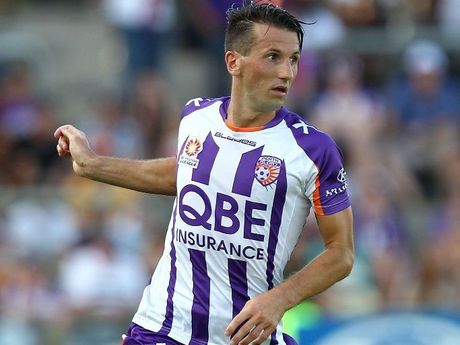 Liam Miller of the Perth Glory controls the ball during the round 25 A-League match between the Perth Glory and the Wellington Phoenix at nib Stadium on March 17, 2013 in Perth, Australia.