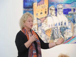 Artist praises kids' workshops in visit to Bay gallery