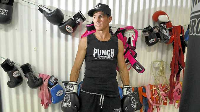 Brett W Smith is keen to revive his world title aspirations with victory in Brisbane on Friday night.