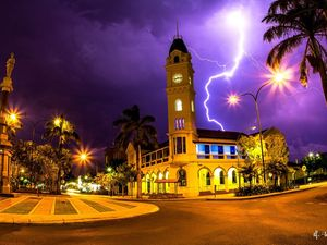 Lightning photo in running for National Geographic gong