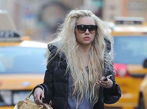 Amanda Bynes claims she's engaged