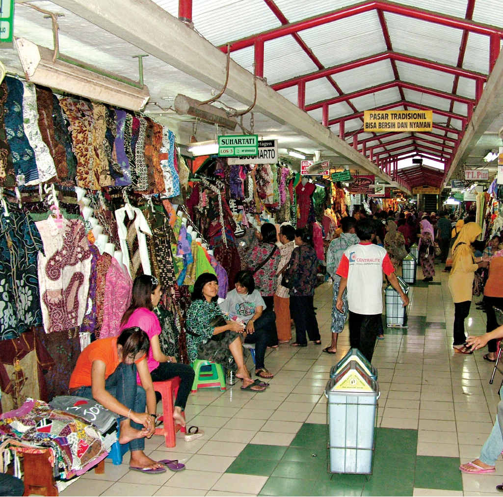 Beringharjo market sells batik clothing as well as jewellery, leather, handicrafts and souvenirs.