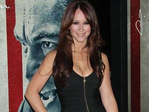Jennifer Love Hewitt's other announcement - she's engaged