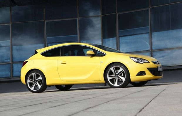 The Opel Astra GTC will soon be available with an automatic transmission.