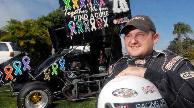 Sprint car driver Daniel East has decorated his Formula 500 speedway car for his mother who battled lymphoma.