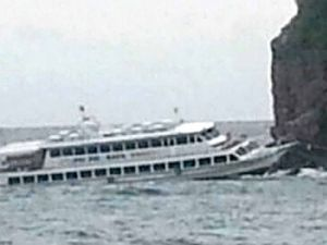 Phuket tourboat sinks