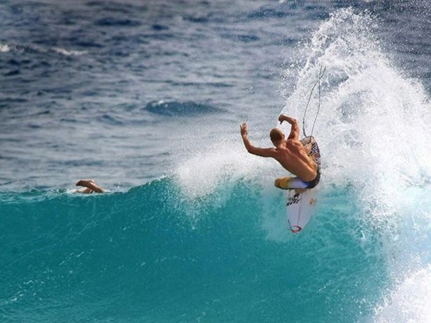 Mick Fanning showing form on Snapper Rocks break.