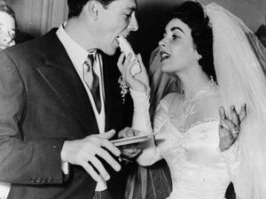 Elizabeth Taylor wedding dress fetches stunning sale price