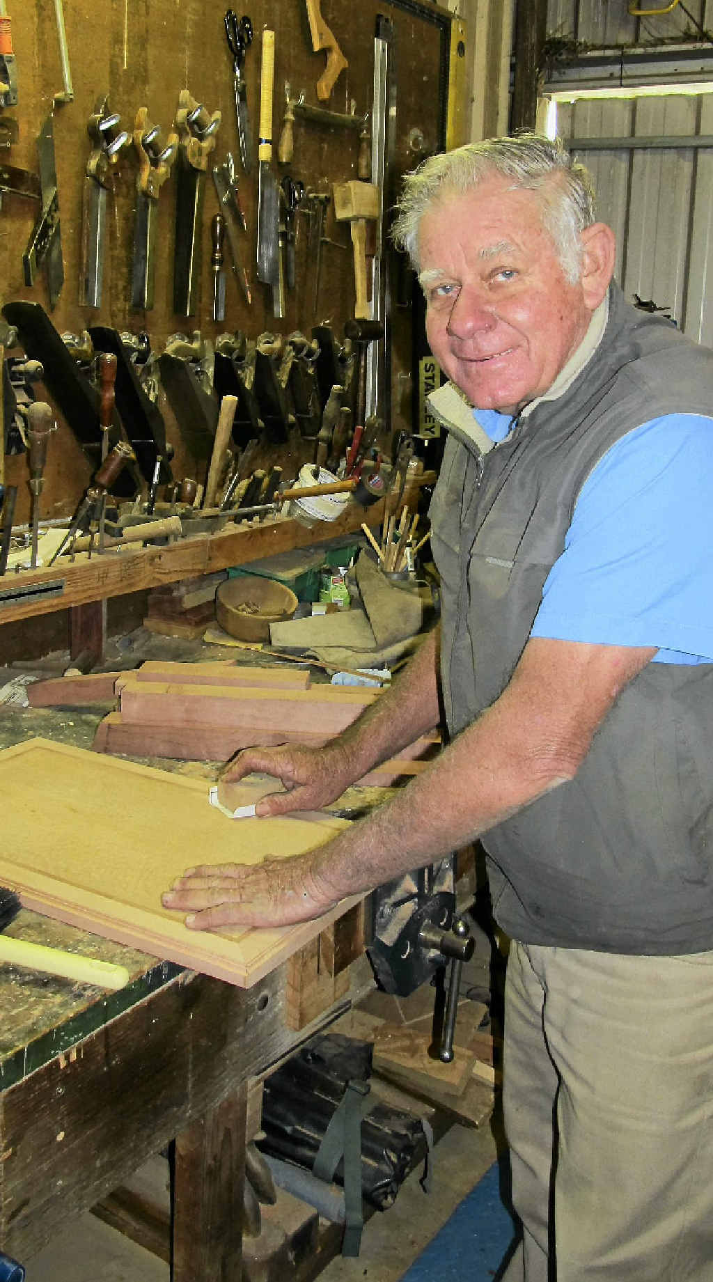 Des in action in his workshop. Photo by Linda Mantova