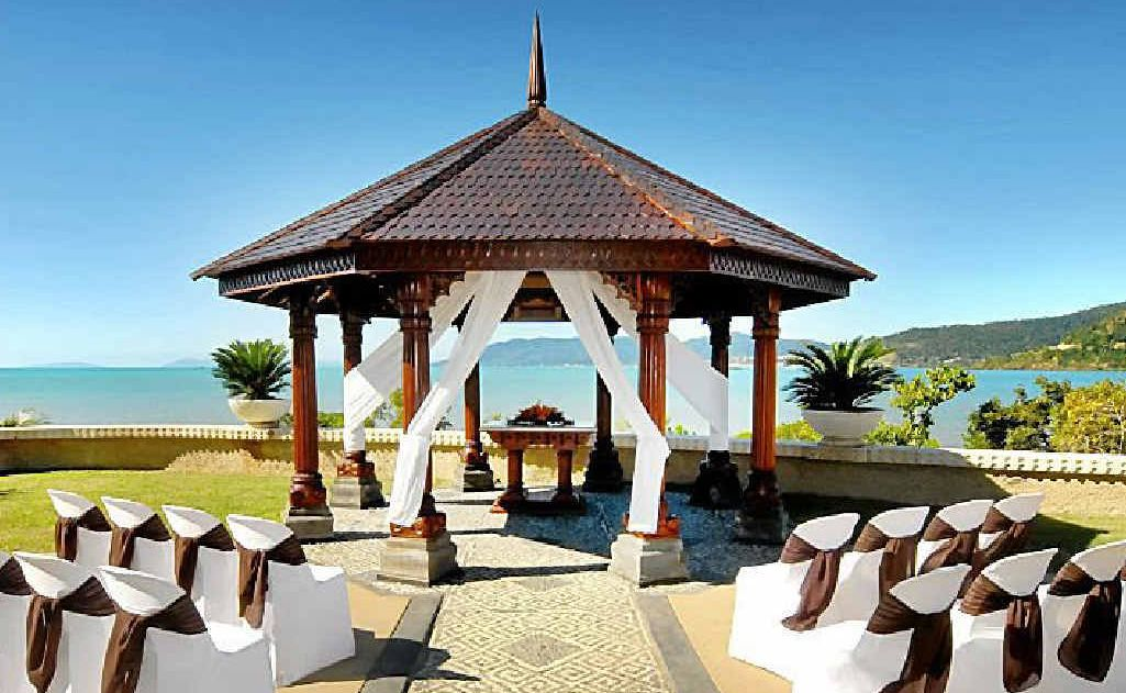 The pavilion at the Villa Botanica in Airlie Beach is the perfect backdrop to tie the knot.