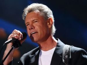 Singer Randy Travis in critical condition in Texas hospital