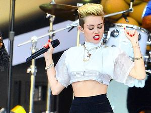 Miley Cyrus breaks down on stage at music festival