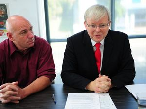 Rudd discusses the Bruce Hwy and health while in Gladstone