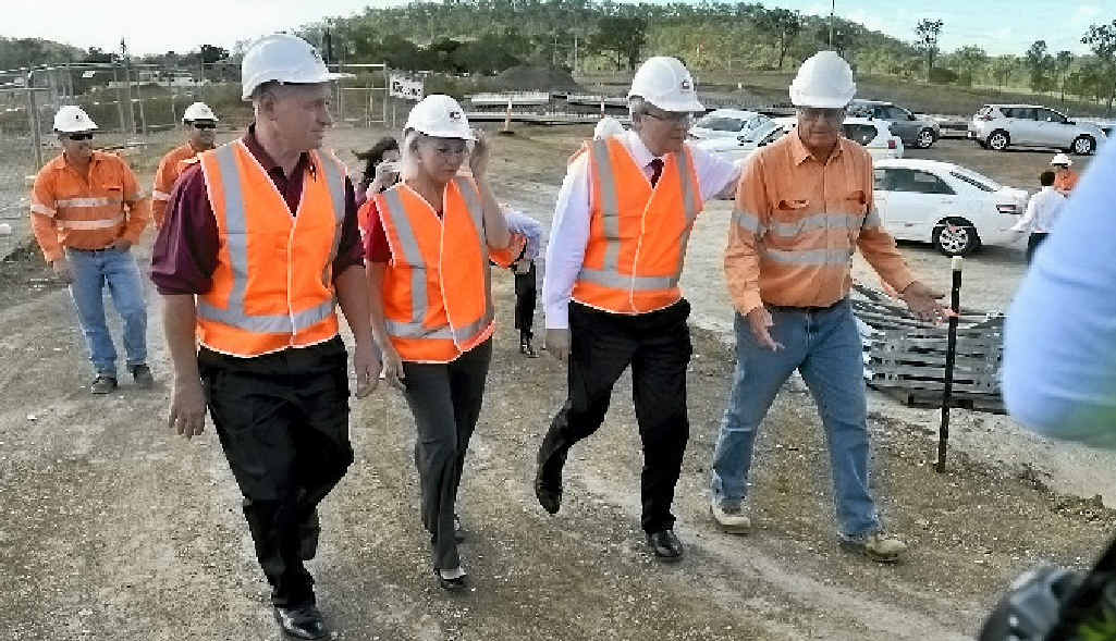 Kevin Rudd and Chris Trevor visit the Calliope Crossroads.