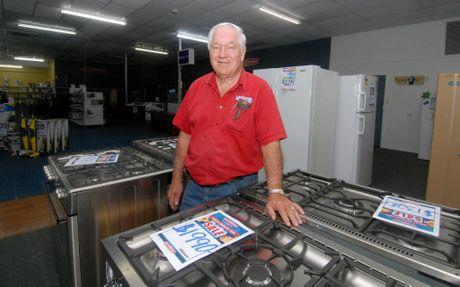 Jim Webber - Retravision in Mackay closing down Photo Tony Martin / Daily Mercury