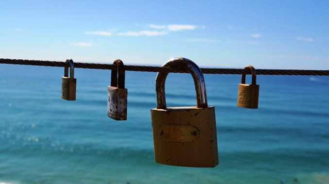 Point Danger: Lovers throw away the key to padlocks declaring their love.