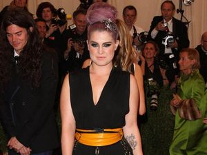 Kelly Osbourne urges friend Miley to 'put her tongue' away