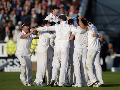 The English players celebrate their Ashes victory.
