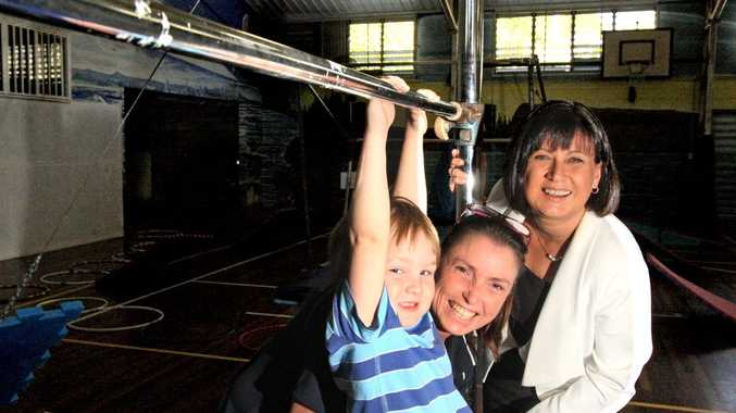 Four-year- old Kye Thierjung gets some tips from Tweed Heads PCYC gym instructor Joanne Mitchell and MP Justine Elliot. Photo: Blainey Woodham/Daily News