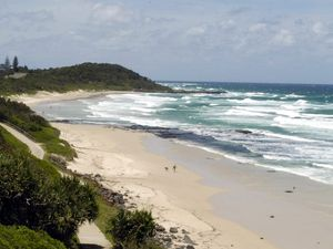 Shark sighting closes Ballina beaches