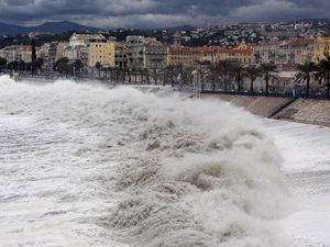 Flooding of coastal cities to cost $1000b a year by 2050